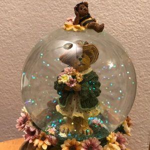 Vintage Boyd's Bears Musical Glitter Water Globe